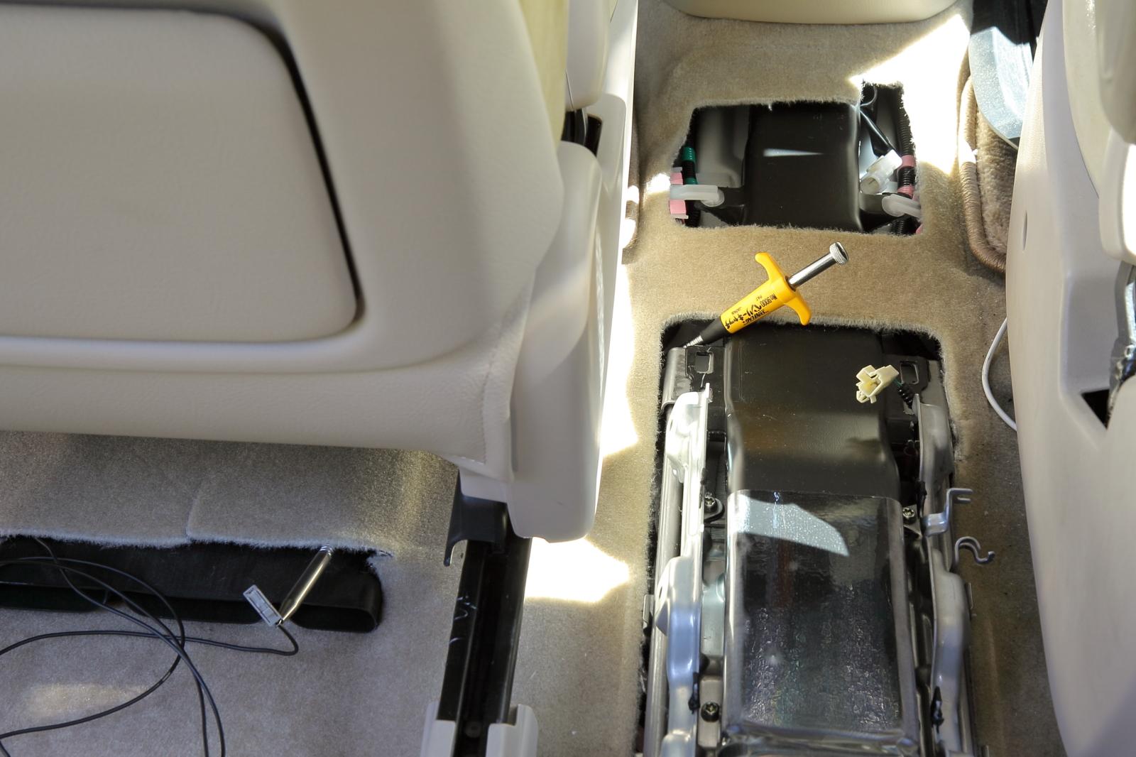 助手席側アンテナケーブルの配線
